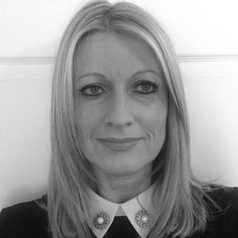 Caroline Helyer Headshot